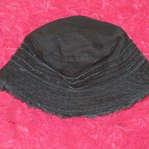 BLACK GAP HAT